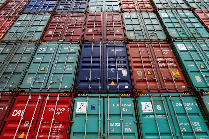 Santos Brasil diz desconhecer venda do controle da companhia; ações recuam