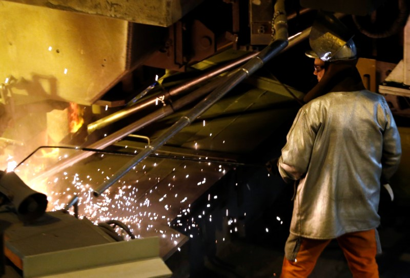 European Stocks Lower; ArcelorMittal Hit Hard by Falling Ore Prices
