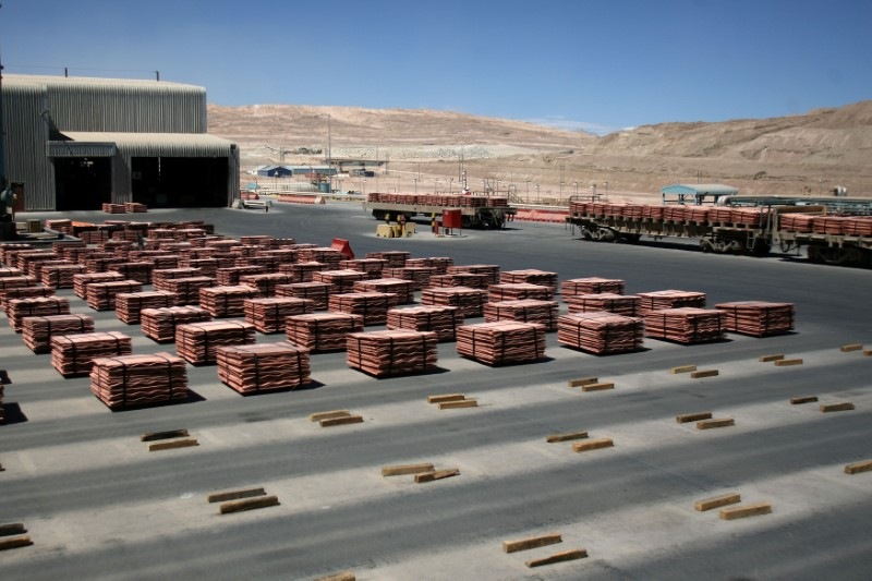 Freeport-McMoRan Drops as Copper Prices Sink