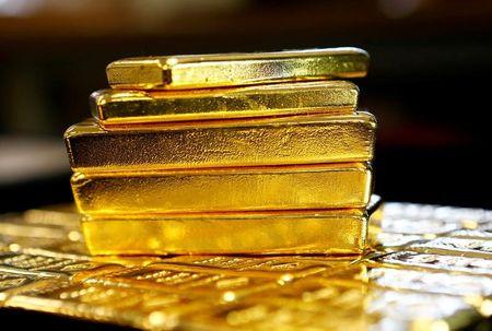 الذهب يرتفع وباول يعد بأن أسعار الفائدة لن ترتفع بسرعة كبيرة