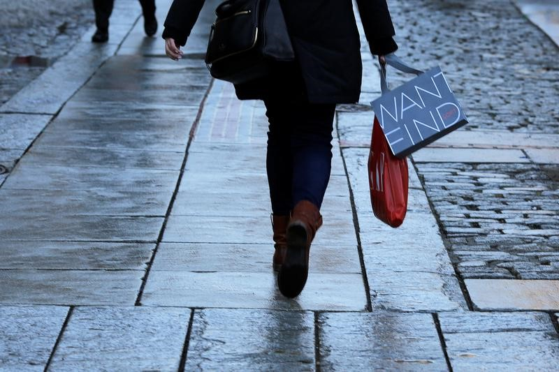 UK Retail Sales Unexpectedly Drop by 0.5% in October