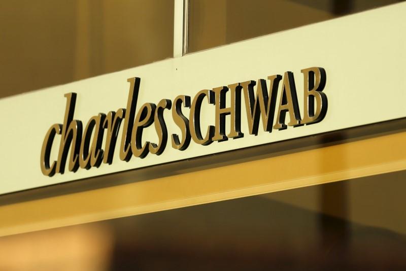 Charles Schwab, vendas do varejo, sentimento do consumidor, IGP-10: 4 assuntos para observar na sexta