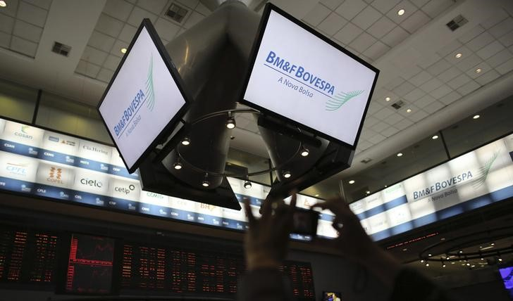 Estrangeiros fecham abril ampliando participação na bolsa em R$ 4,3 bilhões