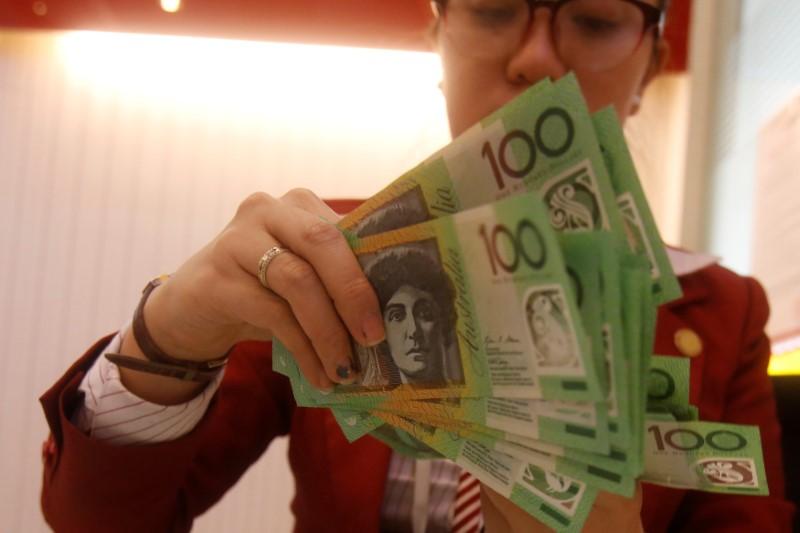 Австралийский доллар вырос в цене из-за данных от NAB