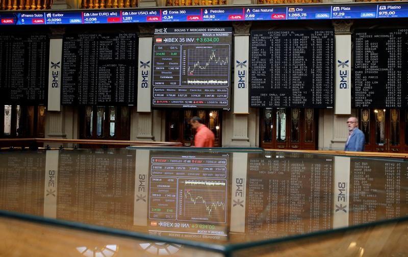 La Bolsa española cae el 0,88 % y mantiene con dificultad los 8.700 puntos