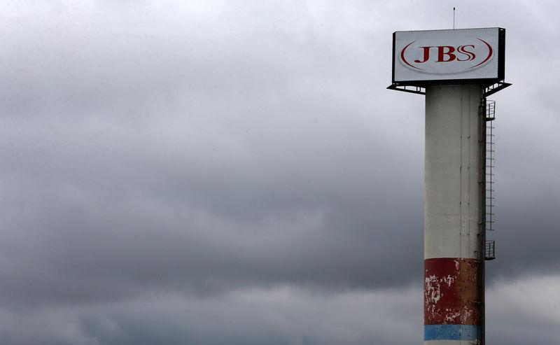 JBS avança com notícia de possível follow-on das ações detidas pelo BNDES