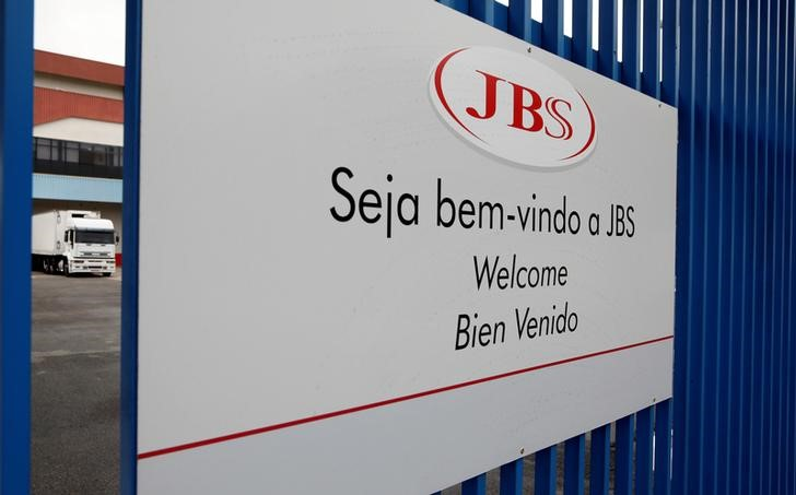 Ação da JBS salta com plano de investimentos de R$ 8 bi no país nos próximos anos