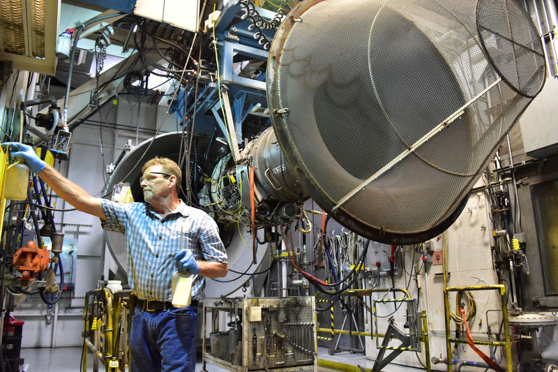 Honeywell Falls As Aerospace Revenue Growth Disappoints