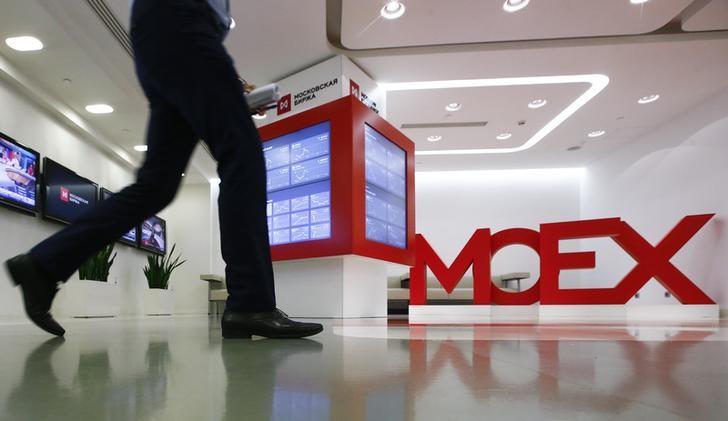 Мосбиржа начала торговать валютой навнебиржевой платформе