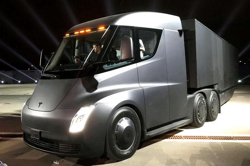 Tesla-Aktie gerät ins Straucheln: Musk-Tweet deutet auf Probleme bei Elektro-LKW hin