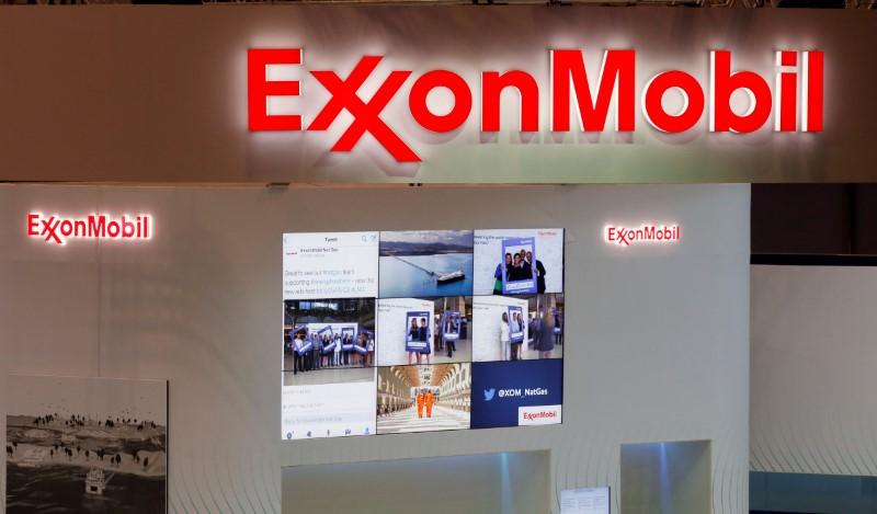 Акции нефтяных компаний выросли на премаркете, а Facebook упали