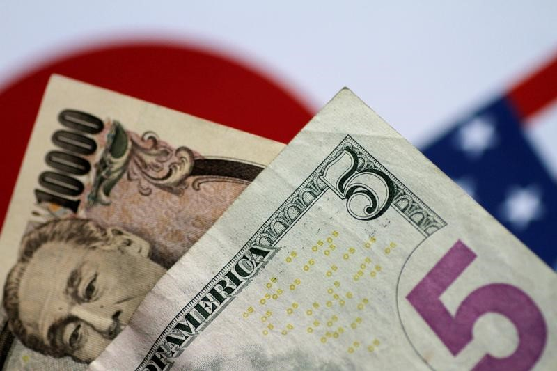 Dollar, Yen Up as U.S. Bond Yields Hit Three-Month High