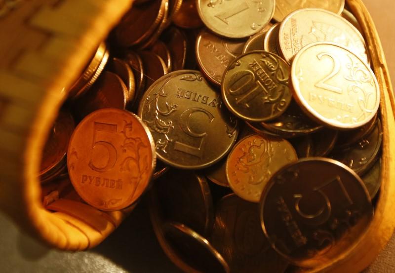 El rublo sube un 0,555% ante el dólar y un 0,161% frente al euro