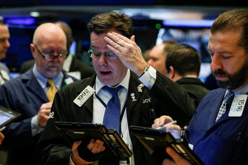 Ações - Futuros do Dow em queda enquanto Trump ameaça tarifar o México