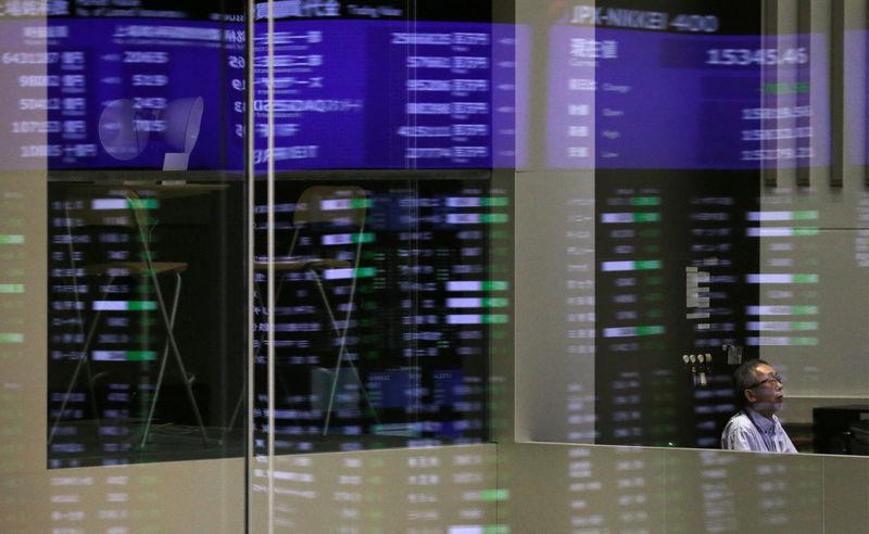 Рынок акций  Японии закрылся ростом, Nikkei 225 прибавил 2,40%