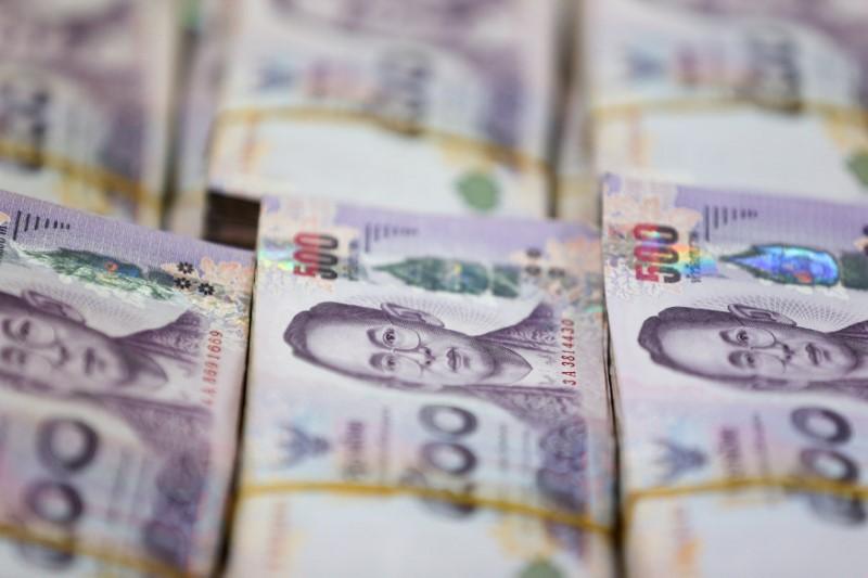กูรูชี้ เงินบาทอาจอ่อนค่า เปิดตลาดที่ระดับ 32.87