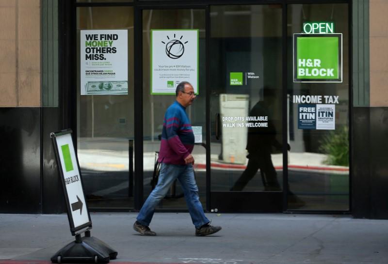 H&R Block Slumps 10% As Revenue Disappoints