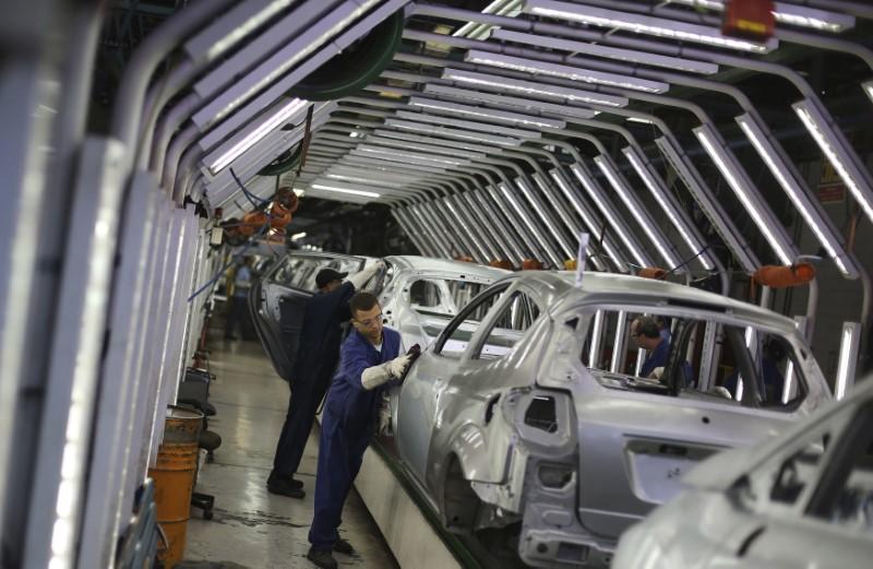 Seguro-desemprego sobe e acima do esperado nos EUA; PIB em alta abaixo da previsão