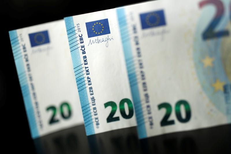 Euro giù tra i timori commerciali e il clima di incertezza in Germania