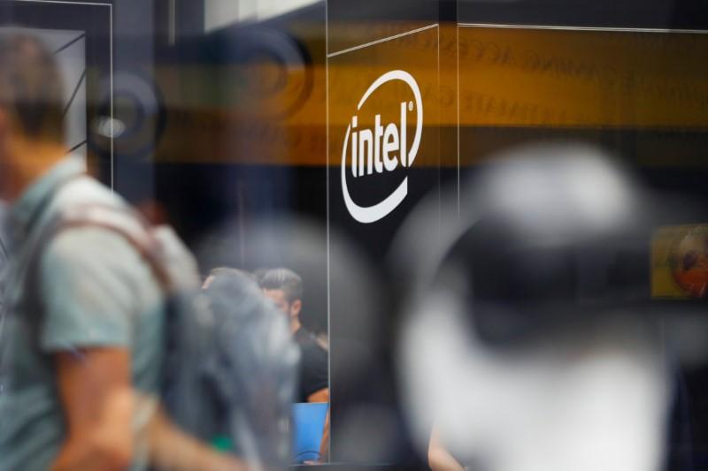Dow Slips on Intel-Led Tech Selling, No Stimulus Yet