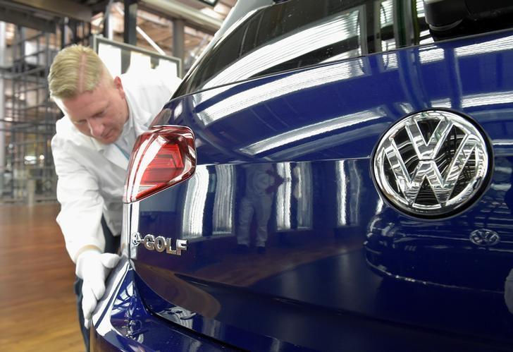 DAX, CAC 40 und FTSE 100: Europas Börsen im Plus - Chip-Sorgen belasten Volkswagen