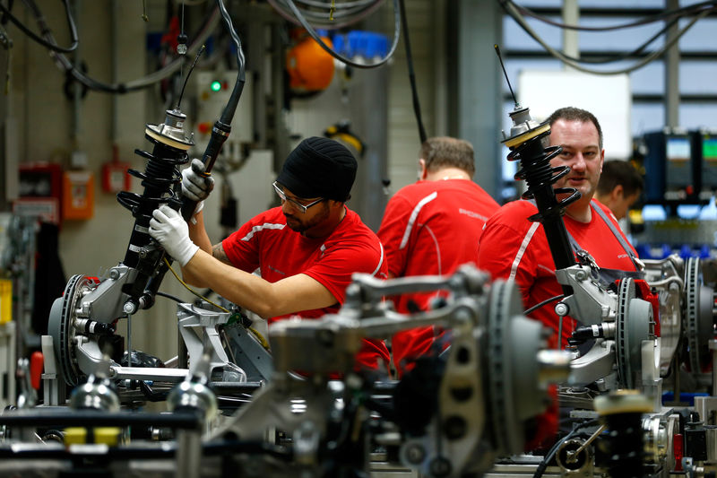 Wskaźnik ISM dla przemysłu spadł w grudniu do 54,1