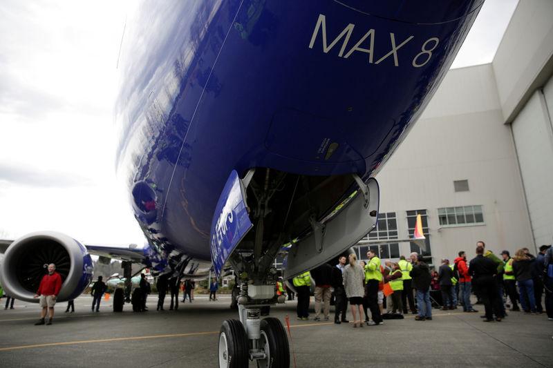 Ações da Boeing caem após queda da receita, programa 737 segue lento