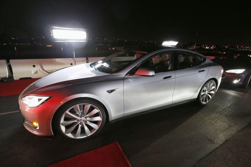 Tesla увеличила штат PR-специалистов после неудач в КНР