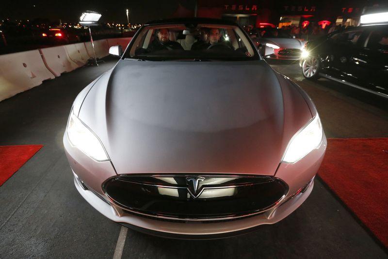 Немецкие власти хотят оштрафовать Tesla
