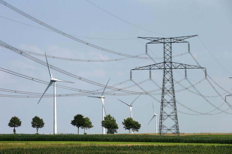 Com novo financiamento do BNDES, ações da Copel operam com valorização