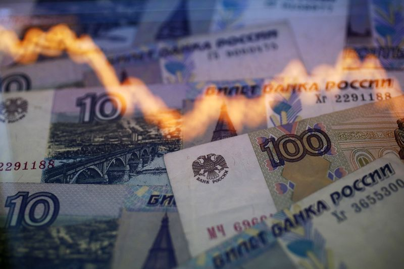 Ruble Extends Plunge as Investors Unwind Long Bond Positions