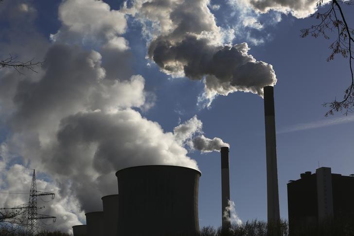 Ceny kontraktów na emisję CO2 w okolicach 60 euro w piątek po południu