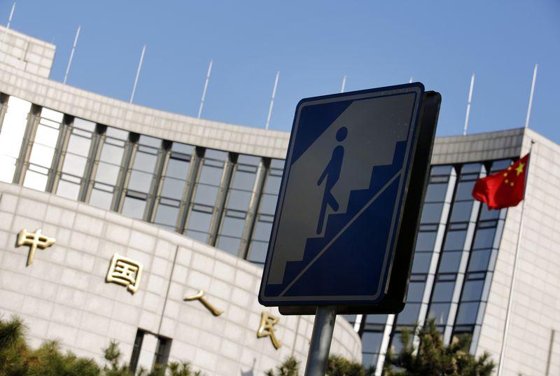 Валютные резервы китайского ЦБ снизились за квартал на $113 млрд
