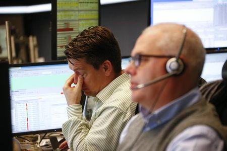 Рынок российских акций снизился на 0,3-0,6%