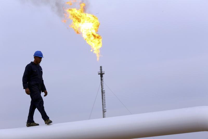 वाल स्ट्रीट गिरने से तेल की कीमतों में 2% की गिरावट आयी