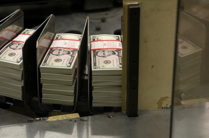 Gelişmekte olan ülkelerin hisse ve tahvil piyasalarına Ocak'ta 53,5 milyar dolar para girişi oldu