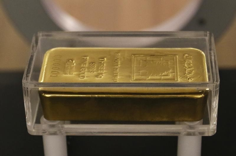 Gold Down, Near One-Week Low Over Strengthening Dollar, Increasing Risk Appetite