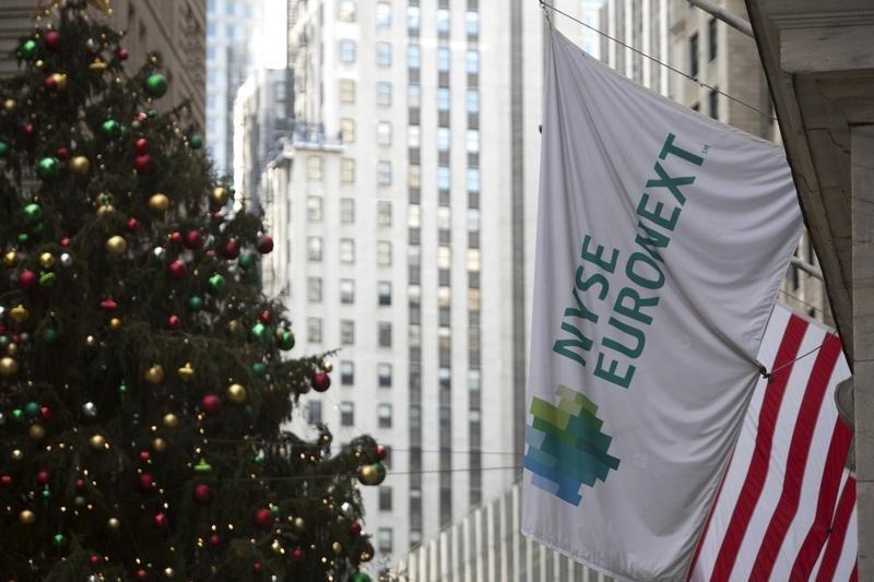 GLOBAL MARKETS-Global growth bulls keep shares near record high