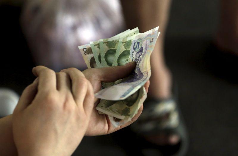 بنك الصين يحدد سعر صرف اليوان مقابل الدولار الأمريكي عند 6.4655
