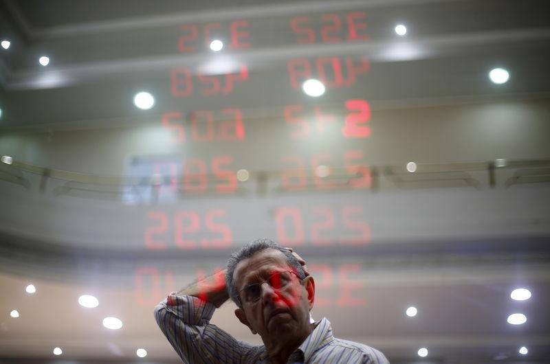 La prima de riesgo española sigue en 112 puntos pese al alza de los bonos
