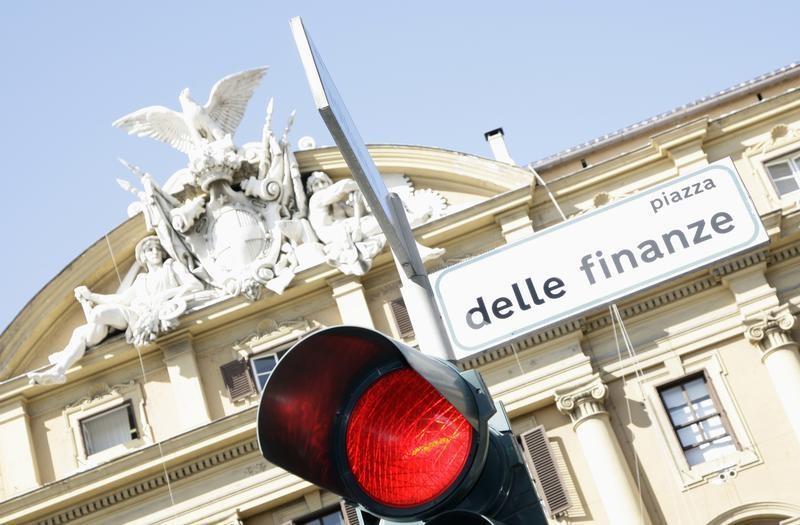 Годовая инфляция в Италии в феврале замедлилась до 0,6%