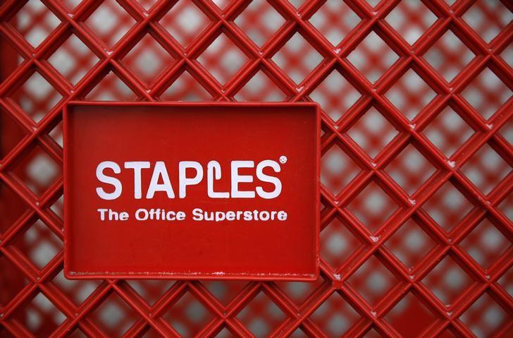 Staples CEO Alexander Douglas to step down