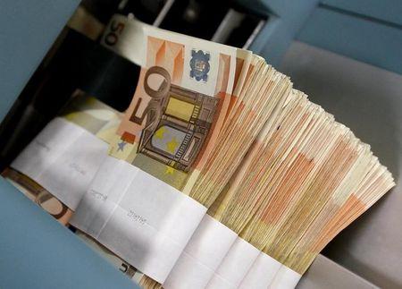 """Средний курс евро со сроком расчетов """"завтра"""" по итогам торгов составил 85,4882 руб."""