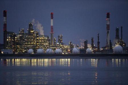 Australia Grows, Turkish Lira Slumps, Oil Still in Demand - What's Moving Markets