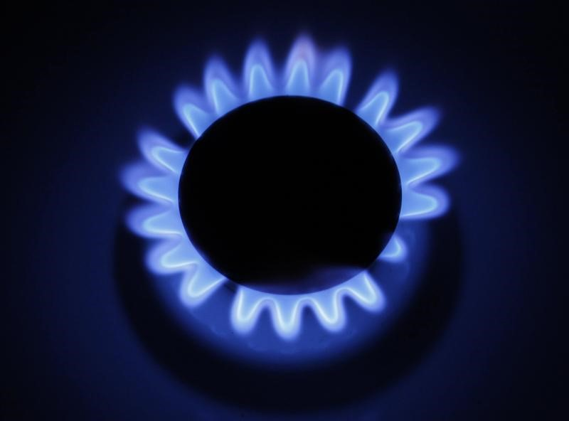 U.S. natgas futures rise ahead of storage report with colder weather coming