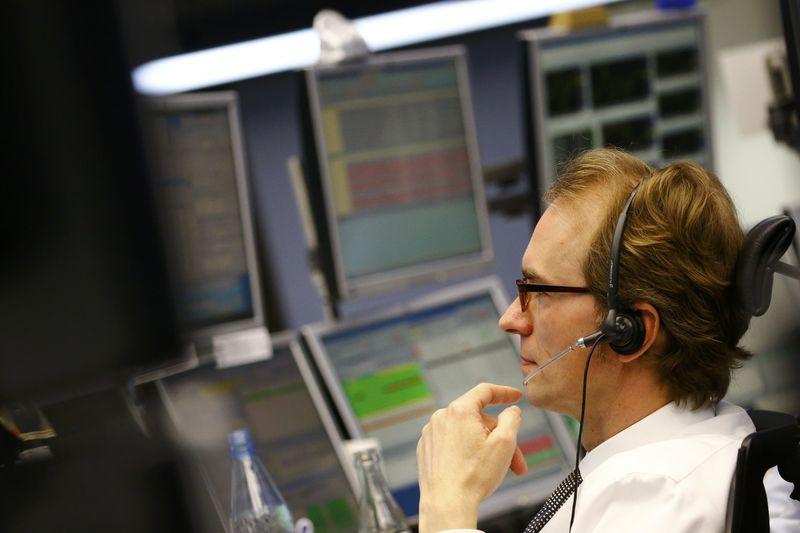 Рынок акций Московской биржи по состоянию на 16:00 мск 15 января снижается