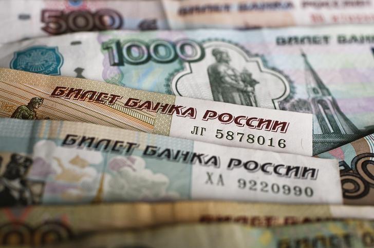 El rublo baja un 0,41 % ante el dólar y un 0,07 % frente al euro
