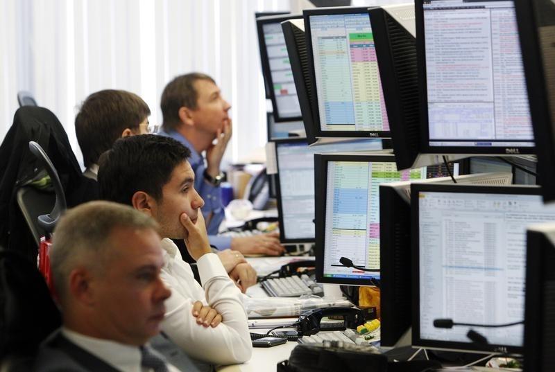 Индекс Мосбиржи опустился ниже 3700 пунктов, а нефть ниже $70