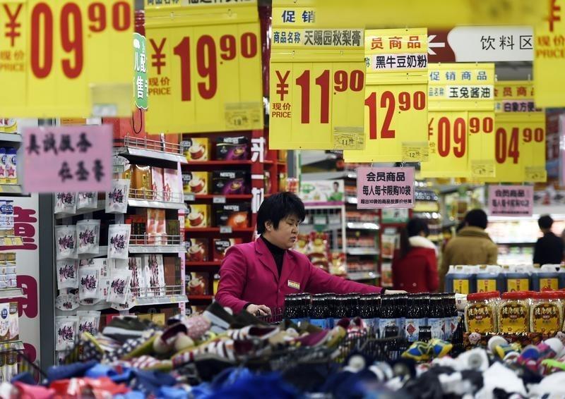 चीनी कारखाने, खुदरा क्षेत्र की वृद्धि COVID-19 के प्रकोप से लड़खड़ाती है