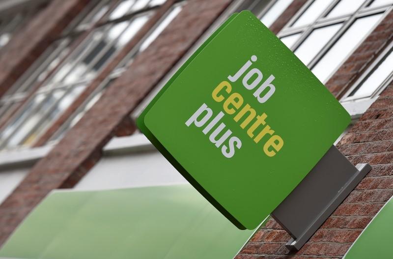 Taxa de desemprego no Reino Unido sustenta baixa de várias décadas